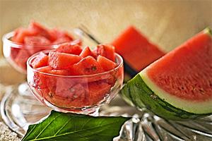 Арбузная монодиета (арбуз, вода, ржаной хлеб) - похудение на модной диете.