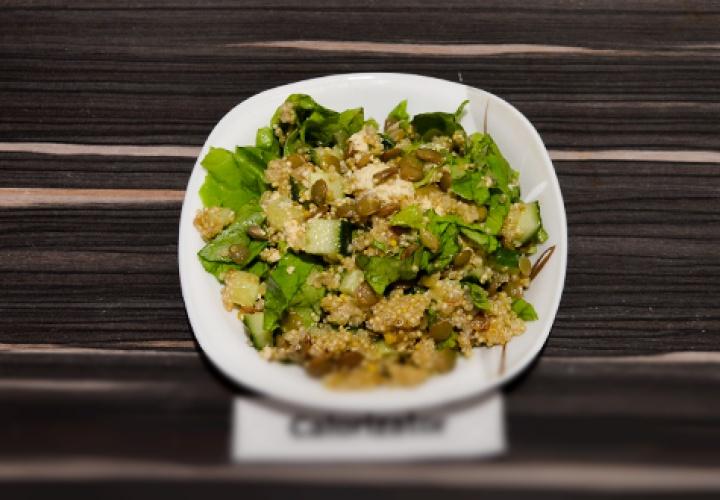 Салат с чечевицей и тофу