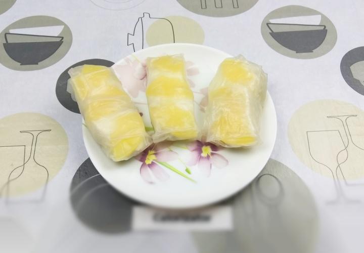 Спринг-роллы с грушей и ананасом