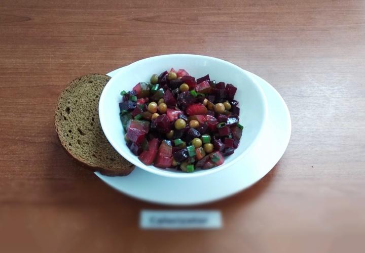 Салат из свеклы с солёными огурцами