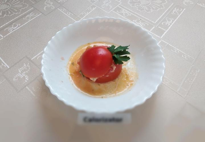 Яичница из перепелиных яиц в помидорах
