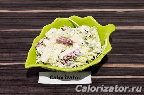 Салат из капусты с вегетарианской колбасой