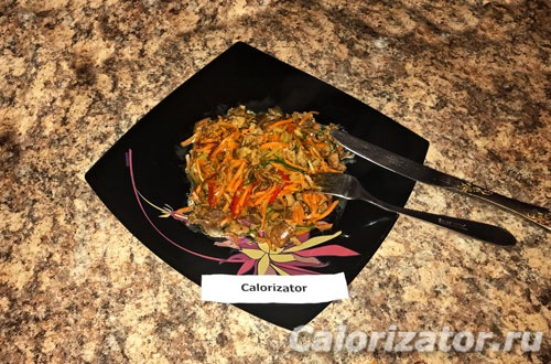 Куриные желудки с овощами и соевым соусом