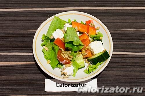 Греческий салат с семечками