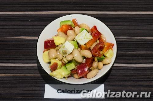 Фасолевый салат с авокадо и семечками