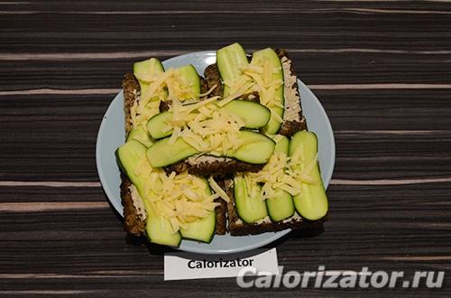 Бутерброды с тофу-паштетом и огурцом