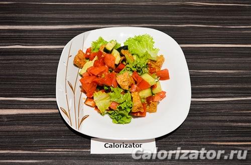 Овощной салат с соевым мясом