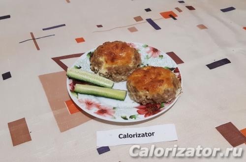 Мясные ватрушки с помидорами и сыром