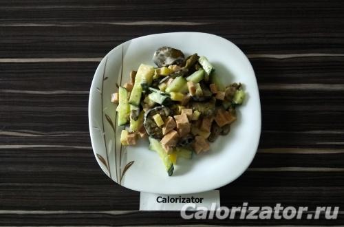Салат с колбасой и баклажанами