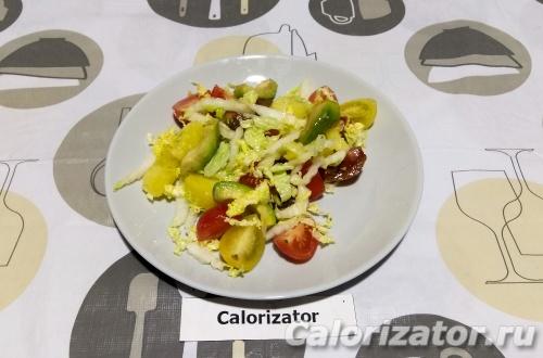 Картофельный салат с авокадо и черри