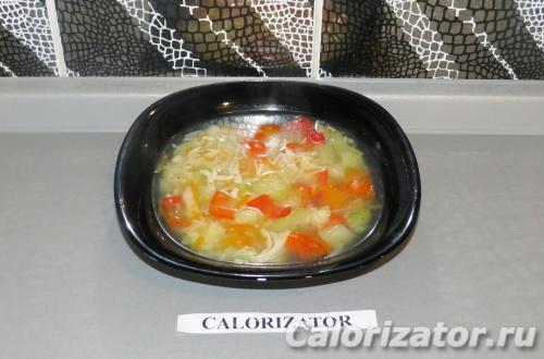 Легкий овощной суп с грудкой