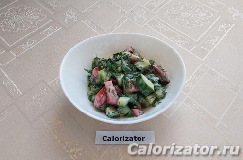Овощной салат со сметаной и зеленью