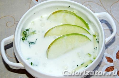 Кефирный суп с яблоками