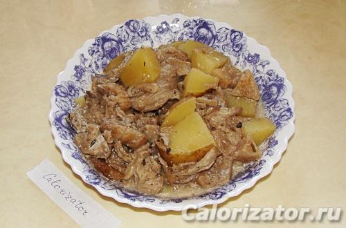Картошка тушеная с вешенками