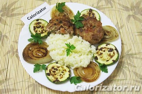 Котлеты с помидорами, кабачками и рисом
