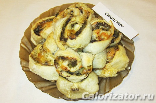 Слоеные пирожки с сыром и грибами