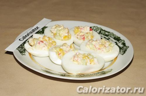 Яйца фаршированные крабовым салатом