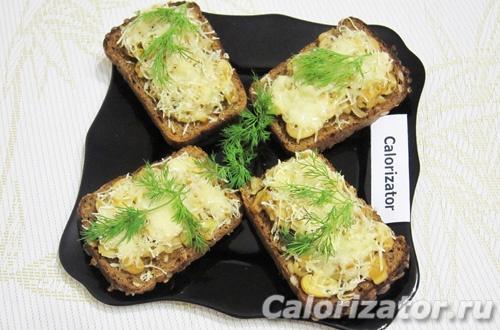 Горячие бутерброды с грибами и луком