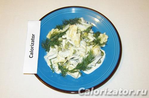 Салат с консервами и сыром