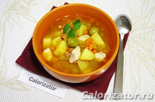 Томатный суп с курицей и оливками
