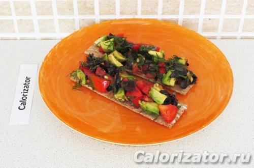 Бутерброд с базиликом и авокадо