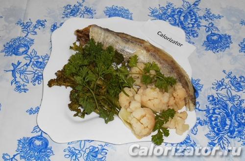 Минтай с брокколи и цветной капустой