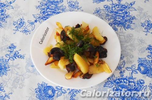 Шампиньоны жареные с картофелем