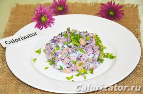 Салат с фасолью, яйцом и капустой