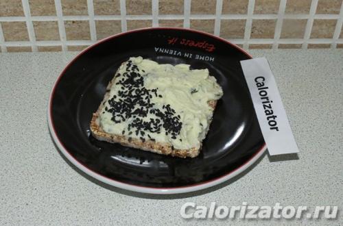 Бутерброд с домашним плавленым сыром