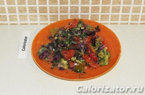 Овощной салат с заправкой из авокадо