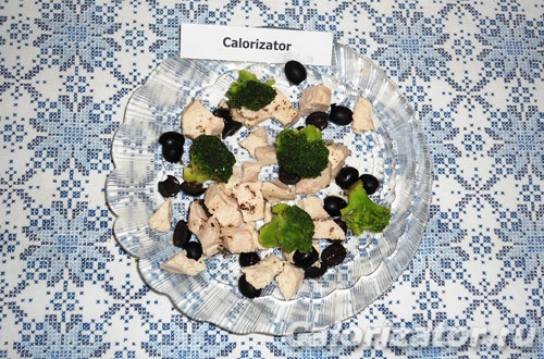 Теплый салат из брокколи с курицей