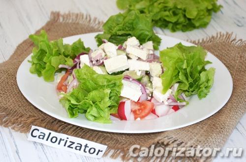Салат с редисом и брынзой