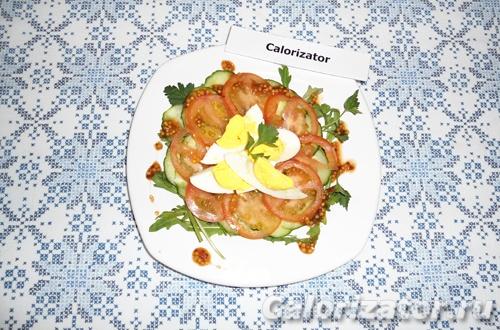 Салат с рукколой и гранатовым соусом