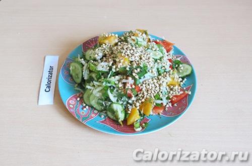 Салат из овощей и зелёной гречки