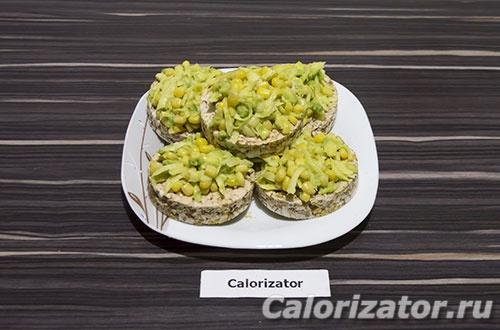 Хлебцы с авокадо и кукурузой