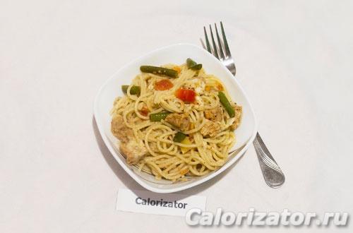 Спагетти с соевым мясом и овощами