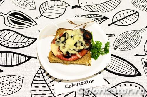 Бутерброды с помидорами и оливками