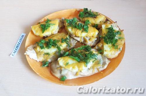 Курица с ананасом и сыром