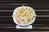 Шаг 4. Колбасный сыр натереть на терке.