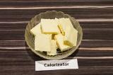 Шаг 1. Плитку белого шоколада поломать на мелкие кусочки.