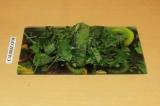 Шаг 5. Нарезать листья салата.