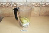 Шаг 5. Соединить все ингредиенты блендером (добавить немного картофельного отвар