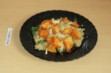 Готовое блюдо: теплый салат с бататом