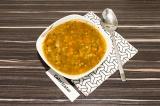 Готовое блюдо: итальянский суп с чечевицей и пастой