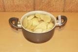 Шаг 3. Отварить картофель в течение 2-3 минут.