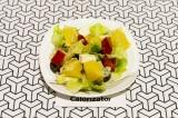 Готовое блюдо: салат из авокадо с апельсином