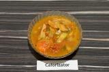 Готовое блюдо: пикантная подливка из сейтана с огурчиками