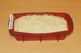 Шаг 5. Выложить тесто в форму.