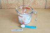 Шаг 1. Смешать молоко с агар-агаром и дать постоять минут 10.
