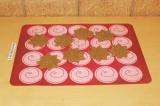 Шаг 6. Вырезать формочками печенье.